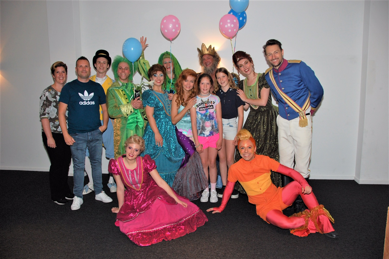 Desi Everts met cast LR