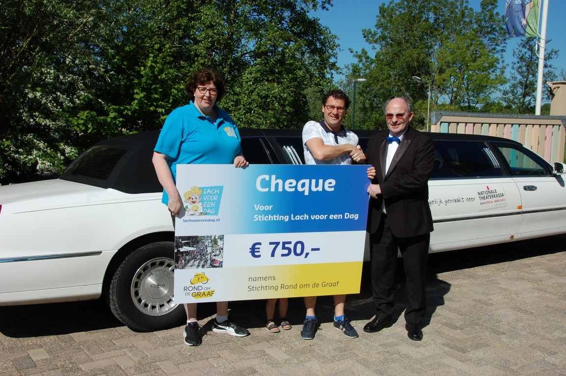Overhandiging cheque Rond Om De Graaf Medium